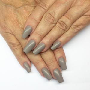 mate-grey-nails